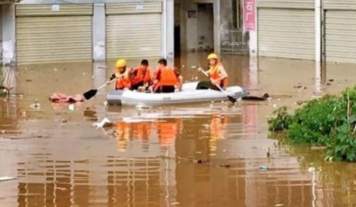 暴雨致咸宁多处内涝 45人被紧急疏散
